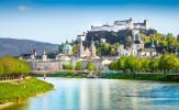 Salzburg ist schon im Jahre 696 als Bischofssitz aus den Ruinen einer alten römischen Stadt entstanden und ist die Geburtsstadt von Wolfgang Amadeus Mozart. Die malerische Altstadt Salzburgs und die Festung Hohensalzburg sind seit 1996 Weltkulturerbe der UNESCO.