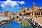 Севилья расположена на юге Испании. После открытия Америки этот город был культурными и финансовыми воротами, которые соединяли Старый и Новый свет. Яркость красок, как результат арабского влияния в первом веке, сохранилась до сих пор. Благодаря этому Севилью причисляют к самым красивым городам мира. Самый «испанский» из всех городов, центр корриды и фламенко, в котором проходит крупнейшая в Испании ярмарка Ферия де Абриль.