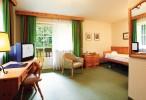 Großzügiges Zimmer im Landhausstil