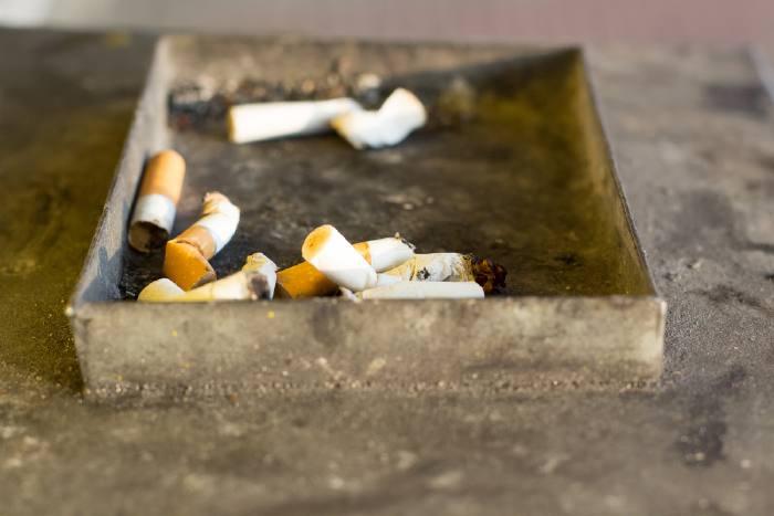Курение — основная причина развития рака лёгких.