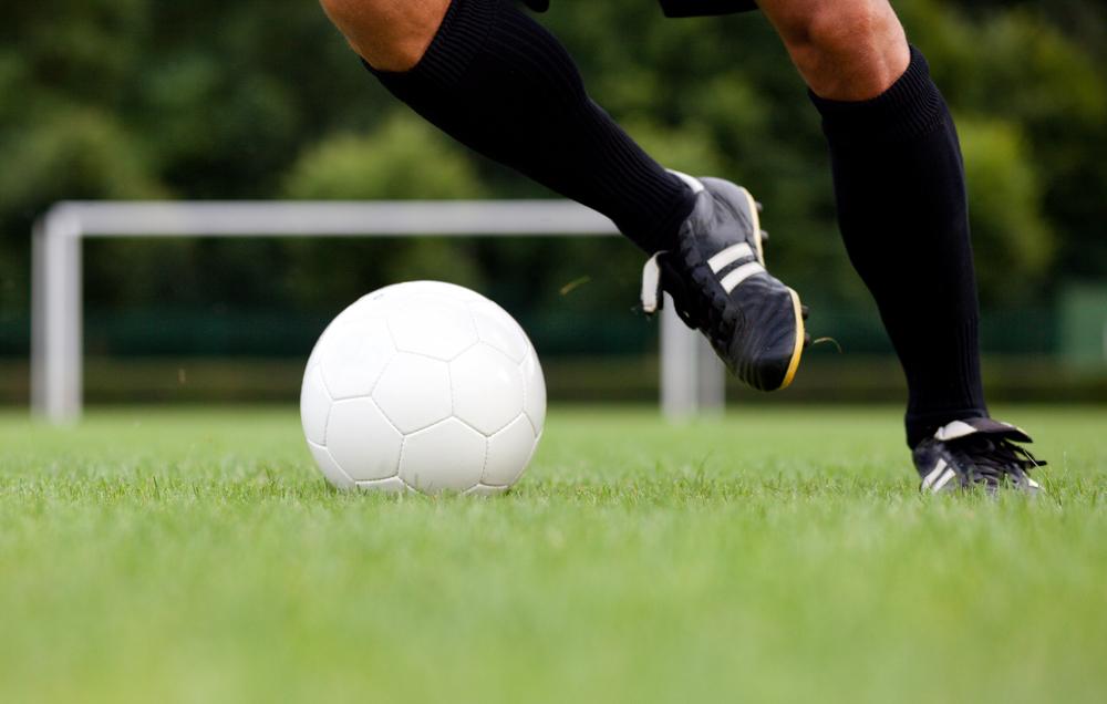 Gerade die unteren Extremitäten sind beim Fußball gefährdet