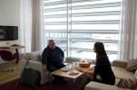 Außerdem konnte sich Blinov in der VIP-Lounge von seiner Reise erholen, etwas essen und trinken.