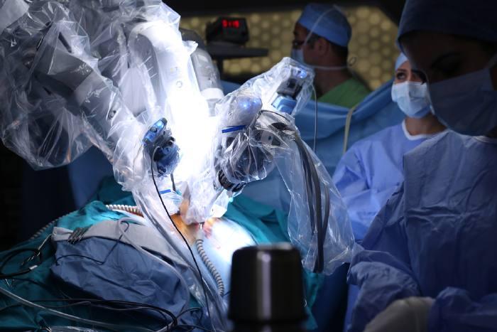 Операция с участием робота-хирурга Da Vinci