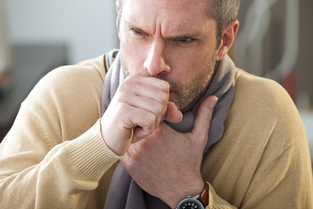 Zu Beginn äußert sich eine akute Bronchitis meist mit trockenem Hustenreiz, der oft von Schnupfen begleitet wird.