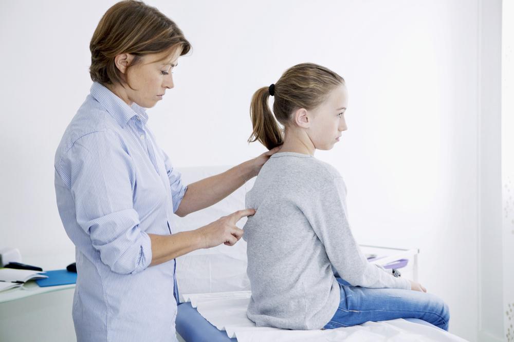 Сколиоз чаще всего начинается и бурно прогрессирует в юности.