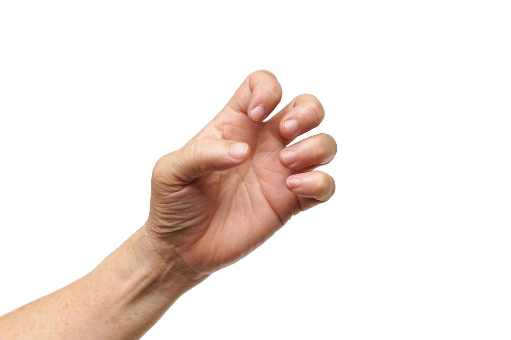 Диагноз достаточно легко может быть установлен во время очного осмотра пациента, так как при заболевании щелкает сустав пальца.