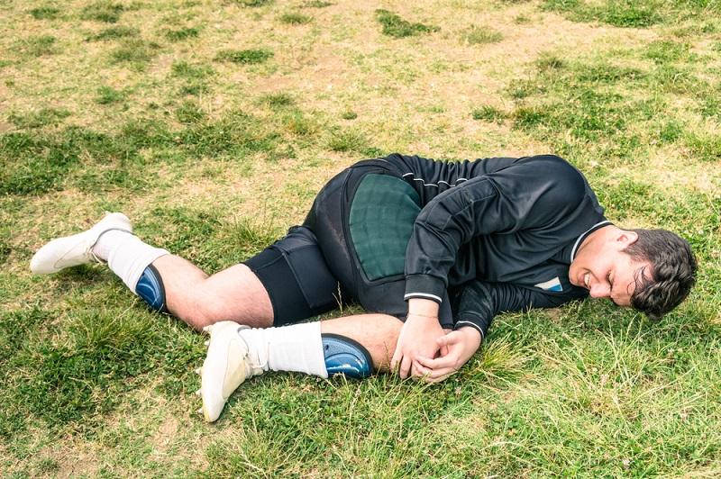 Разрыв крестообразной связки может быть неприятным последствием занятия активными видами спорта.